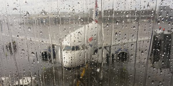 airport-1043636_1920-600x300